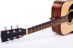 平展说谎的声学吉他 免版税库存照片