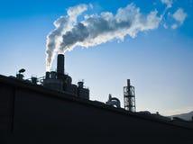 水平工业的烟囱- 免版税图库摄影