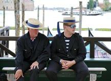 平底船的船夫在威尼斯,意大利 库存图片