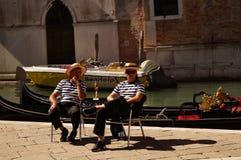 平底船的船夫威尼斯,意大利2013年9月17日, 图库摄影