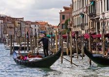平底船的船夫威尼斯 免版税库存照片