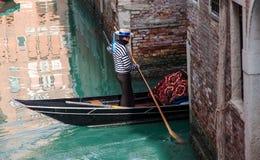 平底船的船夫 免版税库存图片