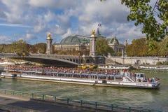 平底船Mouche,巴黎 库存图片