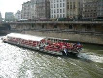 平底船Parisiens 免版税库存照片