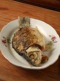 平底锅油煎的鲤鱼 库存照片