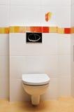平底锅空间小的洗手间 库存照片