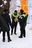 平昌郡2018奥林匹克火炬在雪岳山,韩国点燃了与打火机 库存图片