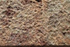 水平概略的用工具加工的石背景的纹理 免版税库存图片