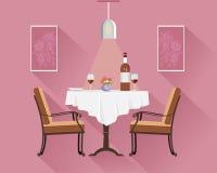 平的两的样式圆的餐馆桌与白色布料、酒杯、瓶酒,板材和花瓶 set table 库存图片