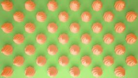平的五颜六色的流行艺术构成用橙色党杯形蛋糕,面包店好吃的东西,在绿色背景,仿造纹理拷贝空间 免版税图库摄影