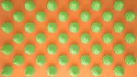 平的五颜六色的流行艺术构成用绿党杯形蛋糕,面包店好吃的东西,在橙色背景,仿造纹理拷贝 库存图片