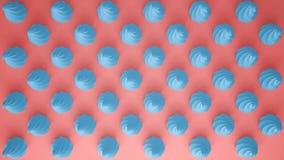 平的五颜六色的流行艺术构成用蓝色党杯形蛋糕,面包店好吃的东西,在桃红色背景,仿造纹理拷贝空间 免版税库存图片