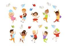 平的传染媒介套动画片跳跃和投掷书的儿童字符悬而未决 愉快的学生基本 皇族释放例证