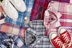 平的位置不同的方格的衬衣witn辅助部件 偶然妇女衣物集合 免版税库存图片