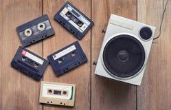 平的位置盒式磁带和报告人放下 免版税库存图片