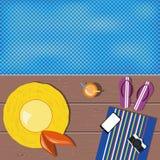 平的位置设计 夏天象 黄色帽子,紫罗兰色啪嗒啪嗒的响声, mo 免版税库存图片