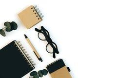 平的位置,顶视图褐色eco样式办公室桌书桌 库存照片