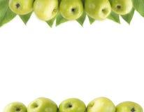 水平的无缝的背景用绿色苹果和叶子 免版税库存照片