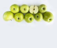 水平的无缝的背景用绿色苹果 免版税库存照片