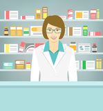 平的药房的样式年轻药剂师在医学对面架子  免版税库存照片