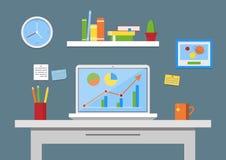 平的设计传染媒介例证,现代办公室内部 与计算机,笔记,文件夹,书的创造性的办公室工作区 免版税库存图片