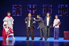 更平的领导江西OperaBlue外套 免版税库存照片