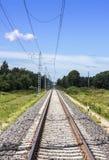 平直的电铁路 免版税库存照片