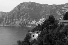 平行,波西塔诺,阿马尔菲海岸,意大利村庄  免版税库存照片