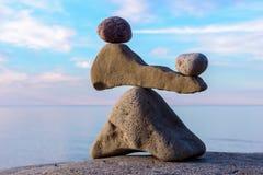 平衡几块石头 免版税库存图片