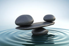 平衡向禅宗扔石头 免版税库存照片