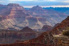 平衡在大峡谷 库存图片