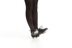 平衡在脚跟的踢踏舞舞蹈家的脚 免版税库存照片