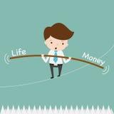 平衡在绳索刺的商人 免版税库存照片