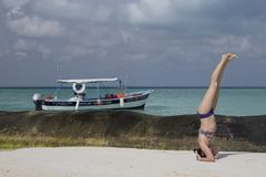 平衡在caribean海旁边 免版税图库摄影