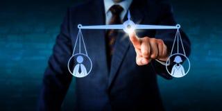平衡女性和一名男性工作者的经理 免版税库存照片