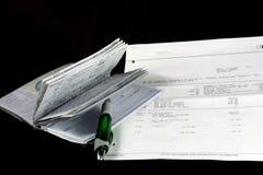 平衡支票簿 库存照片