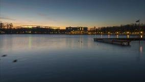 平衡汉诺威和巨大的人工湖美丽的剪影Maschsee 德国 时间间隔 影视素材