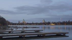 平衡汉诺威和巨大的人工湖美丽的剪影Maschsee 4K时间间隔 影视素材