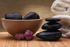 平衡温泉石头 免版税图库摄影