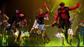 平衡现代显示的宴会舞蹈 图库摄影