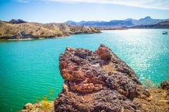平衡的岩石小海湾一个庄严看法  库存照片