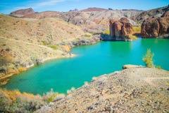 平衡的岩石小海湾一个庄严看法  免版税库存图片