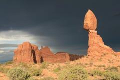 平衡的岩石 免版税图库摄影
