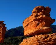 平衡的庭院神岩石 免版税库存照片