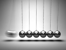 平衡的球牛顿的摇篮 免版税库存图片