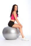 平衡的球美丽的适应健身妇女 库存照片