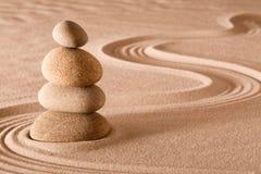 平衡的石头禅宗庭院 免版税库存照片