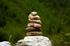 平衡的石头 库存照片