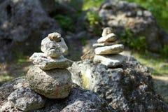 平衡石头本质上 免版税图库摄影