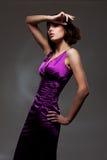 平衡紫罗兰色妇女的礼服 免版税图库摄影